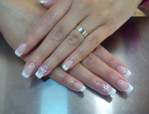 Cómo retirar las uñas permanentes en casa